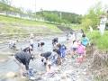 川での足洗い.jpg